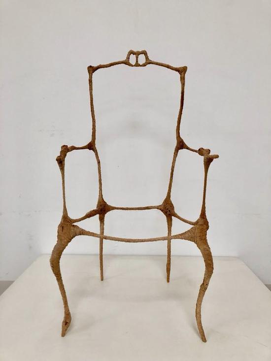 吴高钟《十二把空椅子-3》 | 木头 | 50 x56 x110.5cm | 2018 | 图源:上海喜玛拉雅美术馆