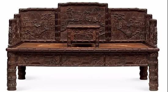 清中期  紫檀浮雕和黑漆描金山水人物、  花鸟图罗汉床及紫檀无束腰炕桌  床:194×126×113.5 cm  炕桌:78×44×28.5 cm  成交价:RMB 11,500,000