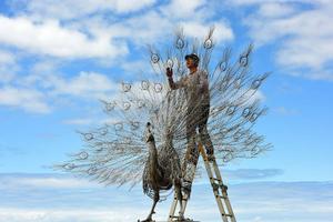 看一眼就想膜拜——神圣一般钢雕动物