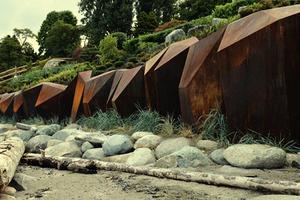 海滩上的铜墙铁壁:不一样的隔离墙