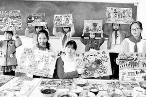 """小学教师结合乡村特色 创造""""五谷贴画""""作画方式"""