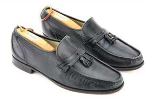 杰克逊太空步首秀皮鞋将拍卖  保守估价1万美元