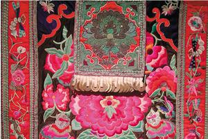 非物质文化遗产 苗寨惊艳的织绣服饰艺术