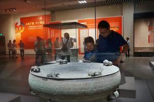 广西壮族自治区成立60周年文物展在桂林开展