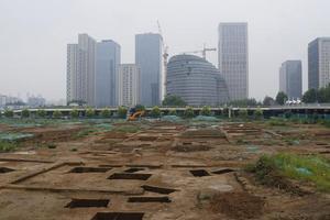 北京又发现两处大型墓葬群 坑内骸骨依稀可见
