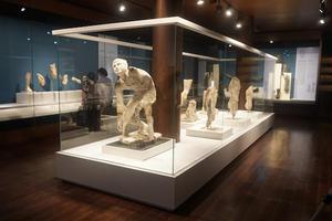 一艘沉船 引出希腊安提凯希拉岛水下考古文物展