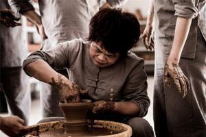 """从""""细妹班""""师徒技艺交流看当代传统文化的坚守"""