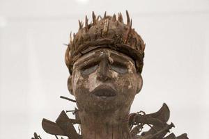 纽约大都会展惠滕雕塑:就这样被神秘与图腾所吸引