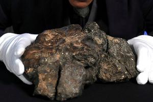 世界最大月球陨石将拍卖 重达5.5公斤