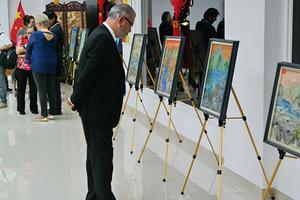 黄莎莉作品展在巴拿马大学孔子学院开幕