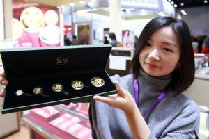 2019版熊猫金币亮相引热捧