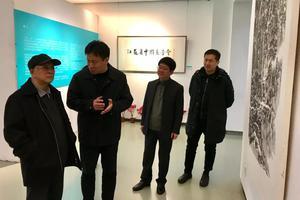 周铁农参观江苏省中国画学会成立五周年晋京展