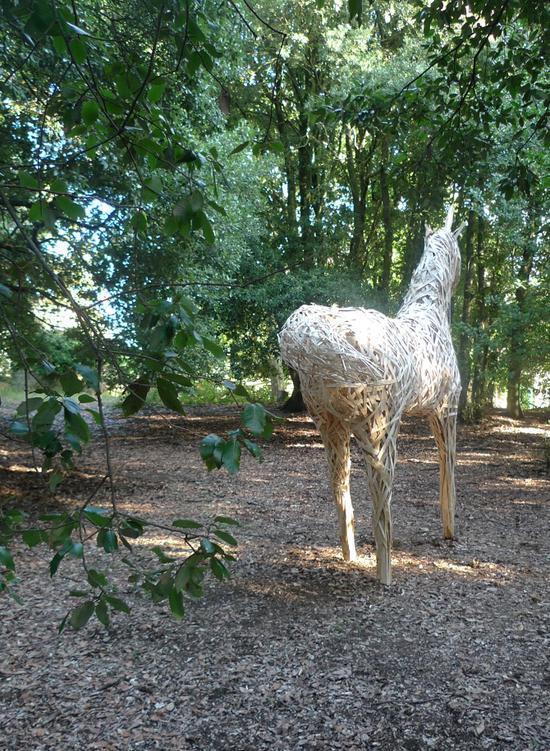木板条雕塑展现的艺术 如童话般的动物雕塑