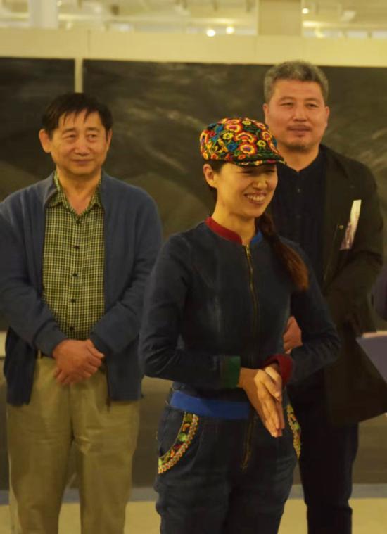 开幕式由山西绿野阳光文化传播有限公司总经理、著名制片人董兰芳女士主持