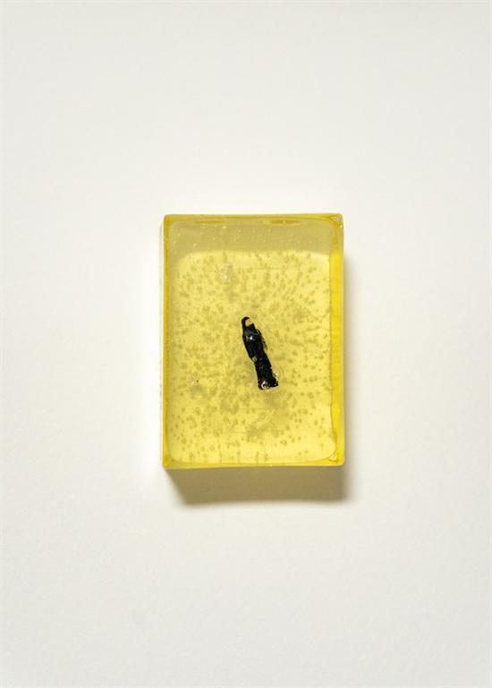 张晓《戴黑面纱的女子》5.5x7.5x3 cm 模型人偶,树脂