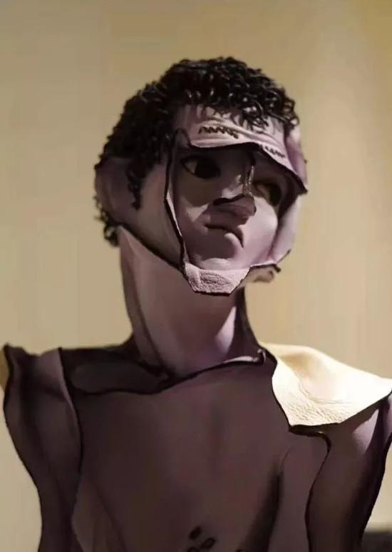 《或说无我或说空》之二 局部 106x40x20cm 牛皮、综合材质 2012