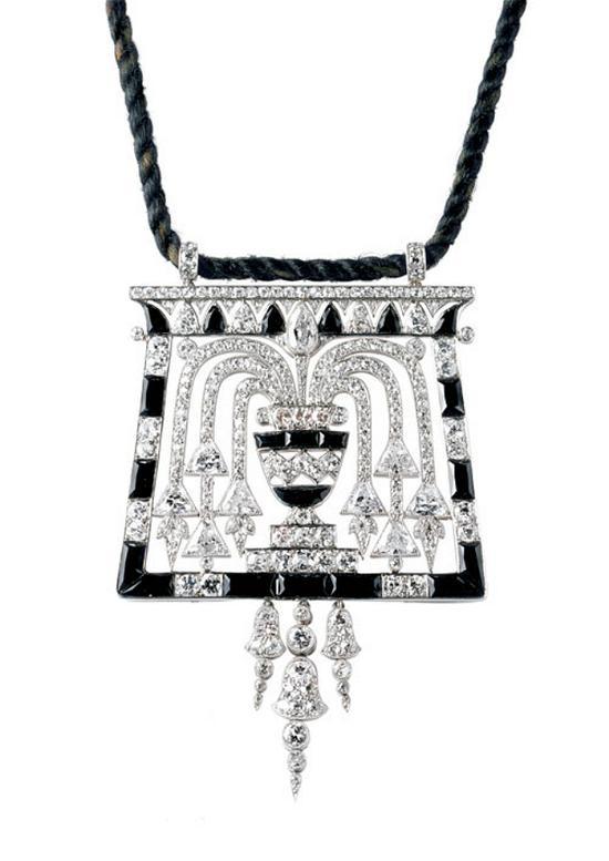 ▲埃及风格吊坠, 卡地亚1913年作品