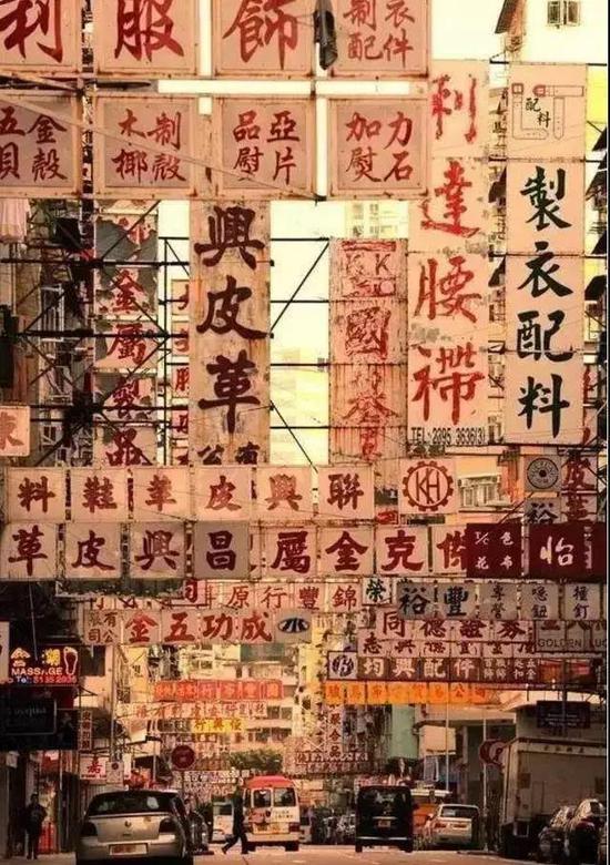 港片剧照中的招牌大多出自冯兆华之手