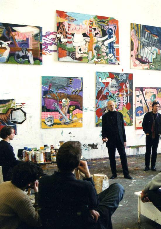 2002年受杜塞尔多美术学院约格。伊门道夫(J?rg Immendorff)之邀在学院共同上课