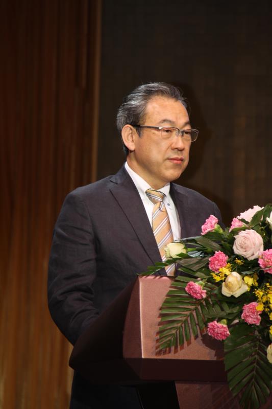 """日本石墨烯专家小丸 笃雄先生在开幕式上""""新能源给内蒙古经济带来的新机遇"""