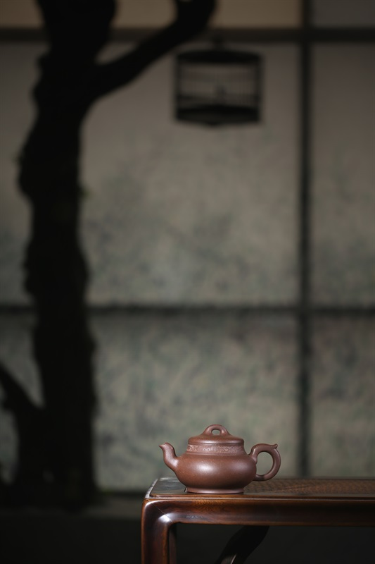 艺术家张梅珍作品 锦肩壶 泥料:底槽清 年代: 2000 容量:400 CC