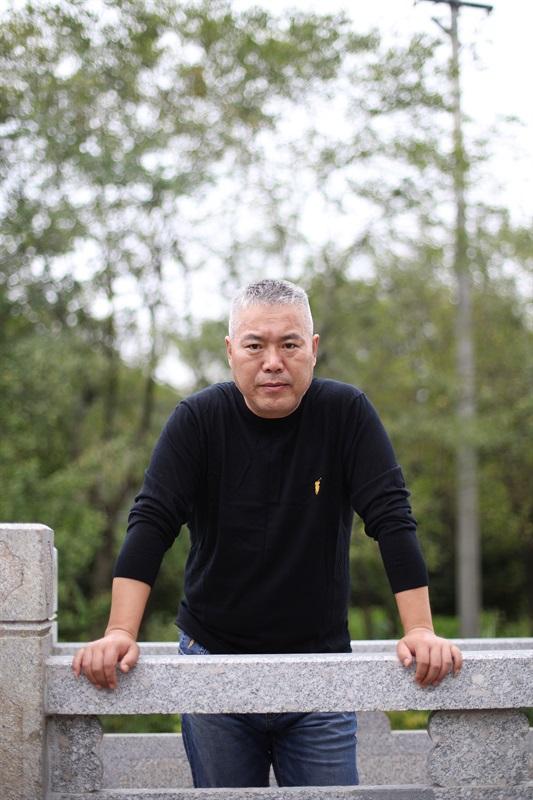 艺术家刘国强