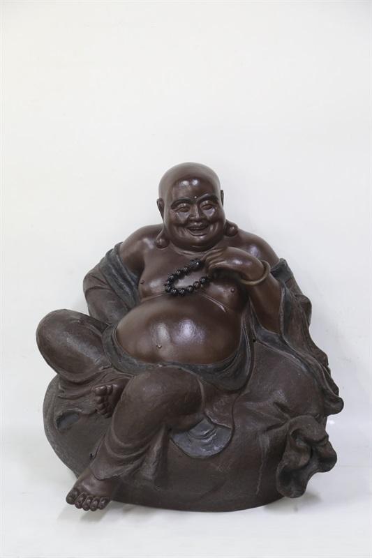 艺术家万陶作品弥勒佛 泥料:清水泥 尺寸:58 CM