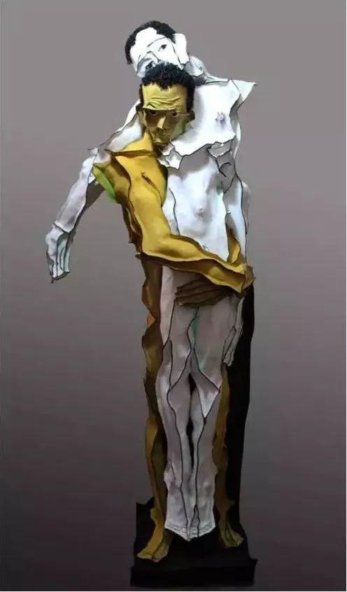 《或说无我或说空》系列之一 160×90×50cm 牛皮、综合材料 2010