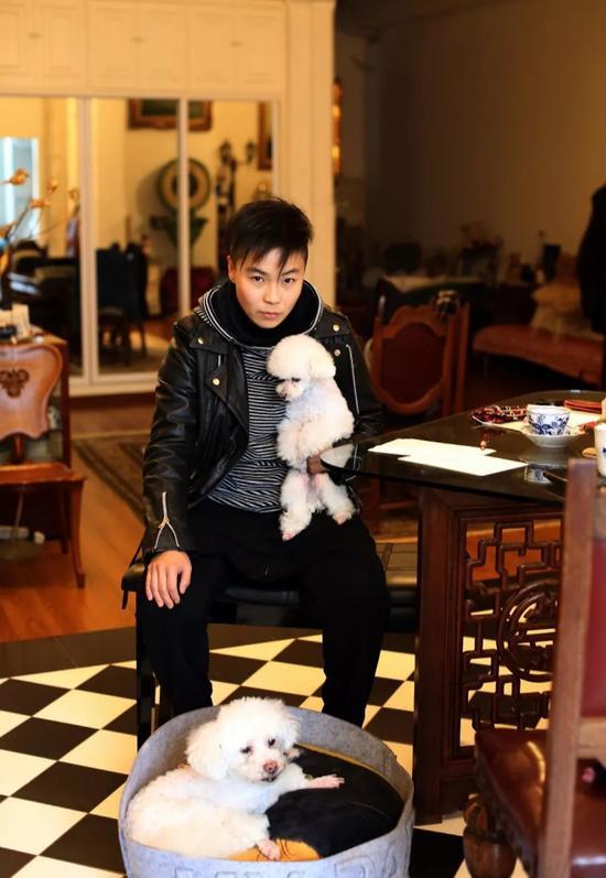 黎薇在他的工作室