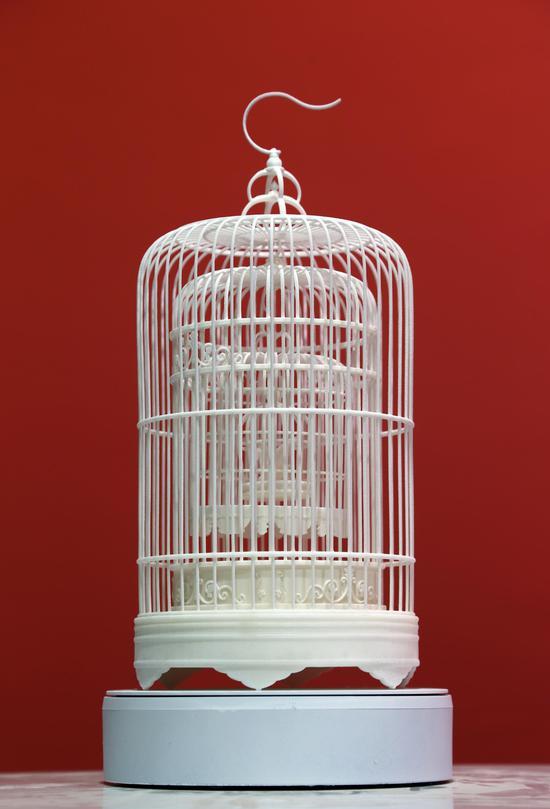 《笼子里的天马》韩文华 20x20x40cm 材料:尼龙