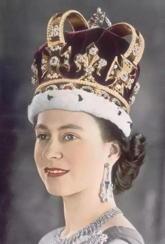 英国女王的登基加冕——圣爱德华皇冠