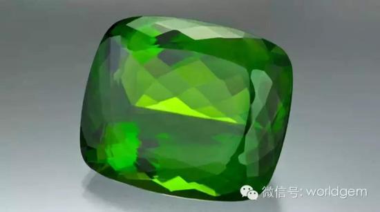 130.60克拉枕形橄榄石   最优良的品相:   中等-深的色调、高色饱和度黄绿色、高净度
