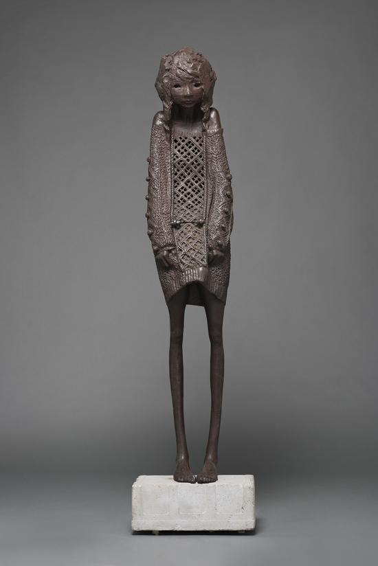 金钕 暖暖 2013 铸铁&水泥 45×68×184cm