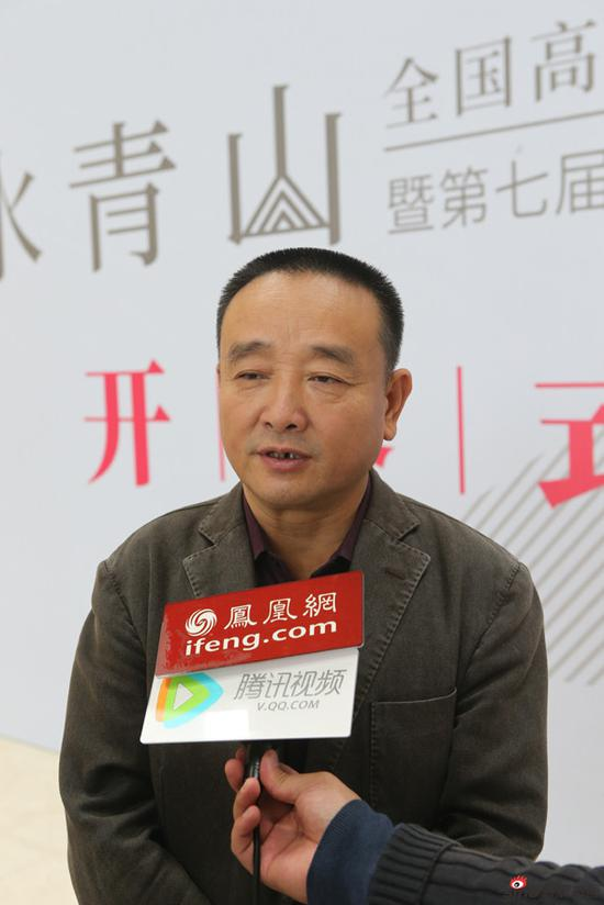 苏州市美协副主席、秘书长陈危冰接受媒体采访