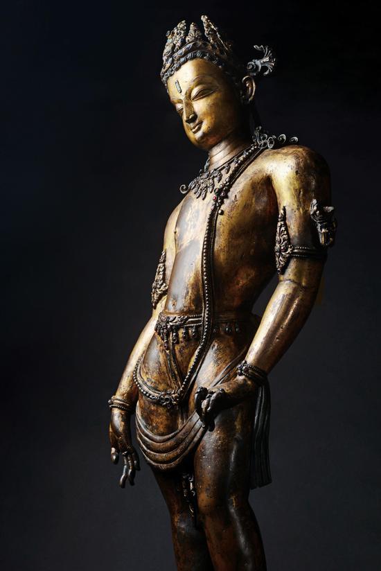 13世纪 莲花手菩萨 尼泊尔  铜鎏金 嵌宝石 H78cm  估价待询  著录:《缘起-喜马拉雅艺术》文物出版社,2017年,P196。
