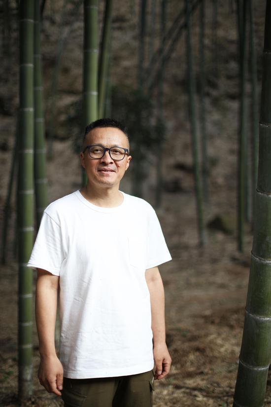 艺术家朱江龙
