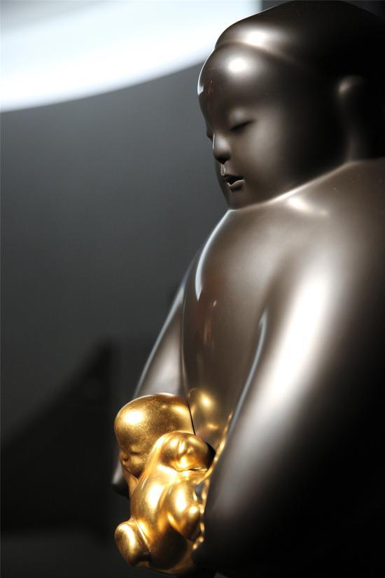 入世 Entering the World 35.5x36x80.5cm 铜雕 Bronze 2007