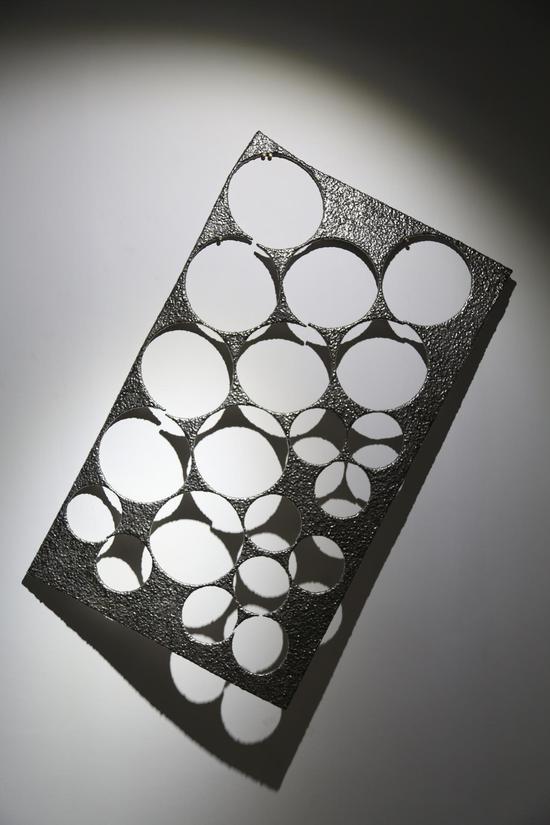 《剩余价值》钢板废料 不锈钢电焊条 79.5 x 134.5 x 1 cm 2016