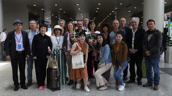 法国艺术家、法方组织者及志愿者一行抵达中国