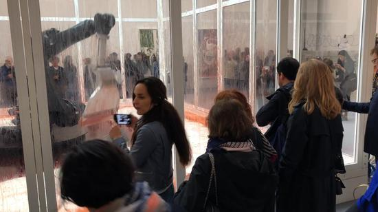 58届威尼斯双年展现场,孙原&彭禹《难自禁》,艺术家供图