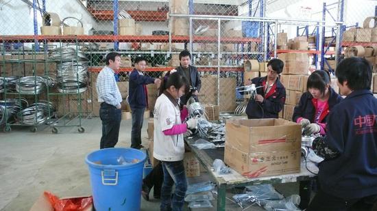 2009天津飞鸽自行车厂考察现场,后排左三为张鹏野