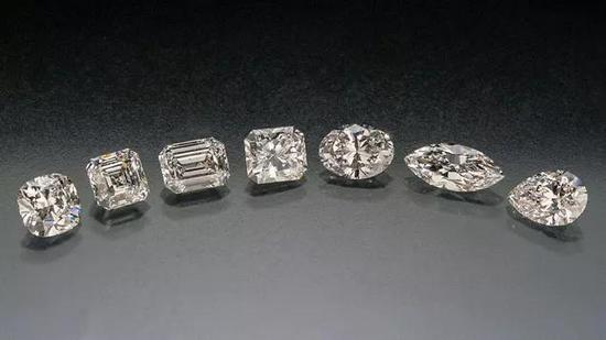 如何挑选一颗完美的梨形钻石?