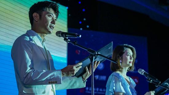 张丹峰、洪欣夫妇