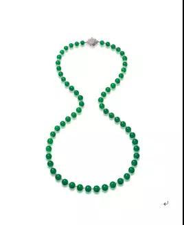 缅甸天然翡翠珠配钻石颈链   成交价:13,924,000港币