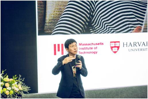 清华大学贾玺增博士在国际学术会议演讲
