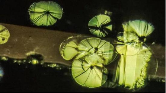 产自缅甸的尖晶石中的八面包裹体究竟是什么?