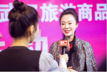龚华女士接受湖北经视直播节目的采访
