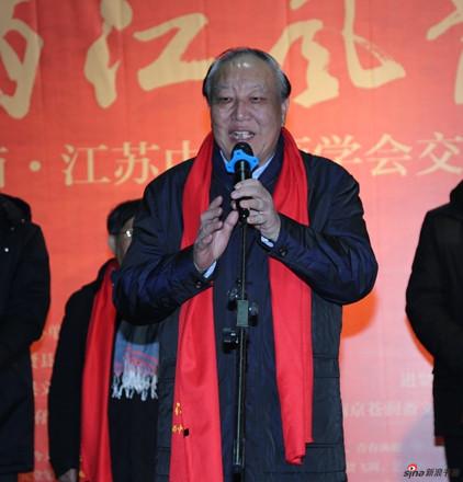 江西省中国画学会会长、原江西省政协副主席王林森宣布画展开幕