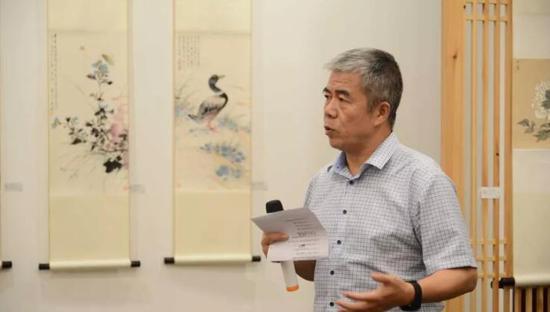 策展人杨维民教授主持开幕式