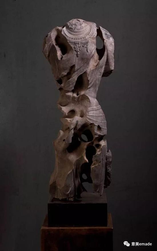 作品名称:《无相》创作年代:2016年 作品材质:太湖石 作品尺寸:35x30x106(cm)